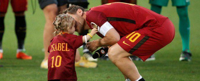 Totti e l'addio alla Roma, evviva il Capitano-papà che non ha paura di piangere