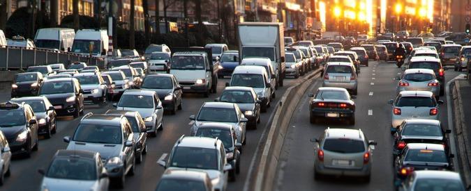 Mezzi di trasporto, in Italia ci passiamo sopra in media quasi 11 ore a settimana