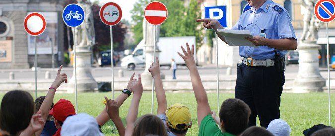 Faenza, traffico selvaggio davanti alle scuole. Ma perché non usare la bici?