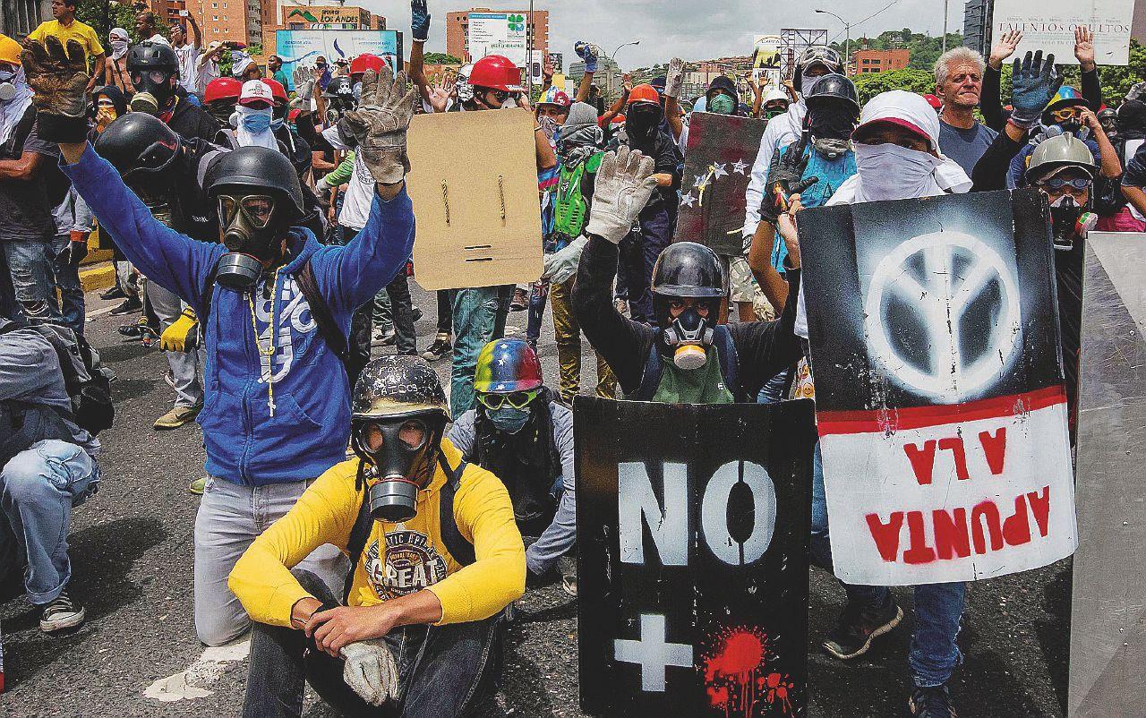 Dalla fame alla rabbia: la rete dei ragazzi contro Maduro