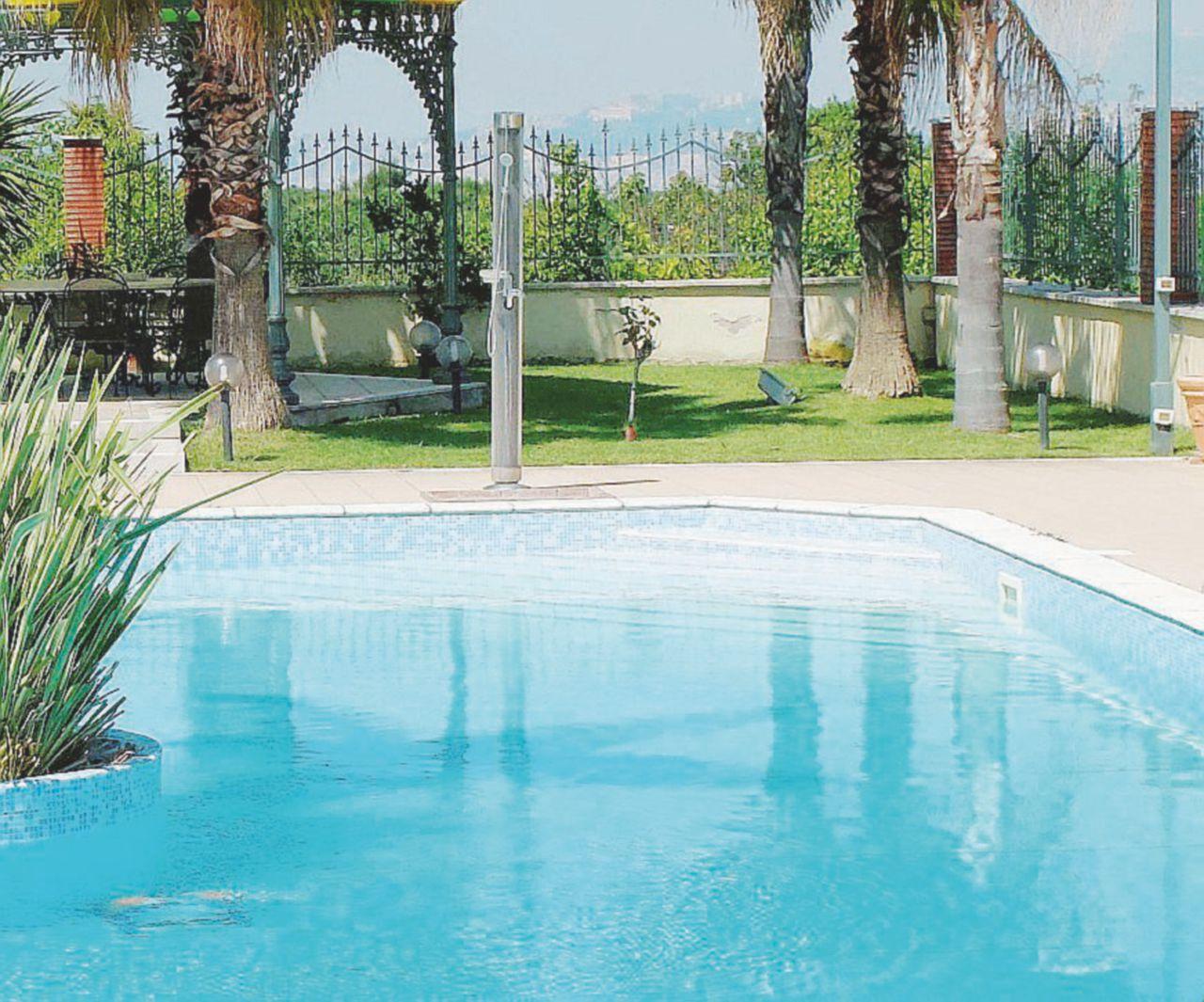 """Stop alle piscine private: """"sfanculare"""" il vacchismo si può"""