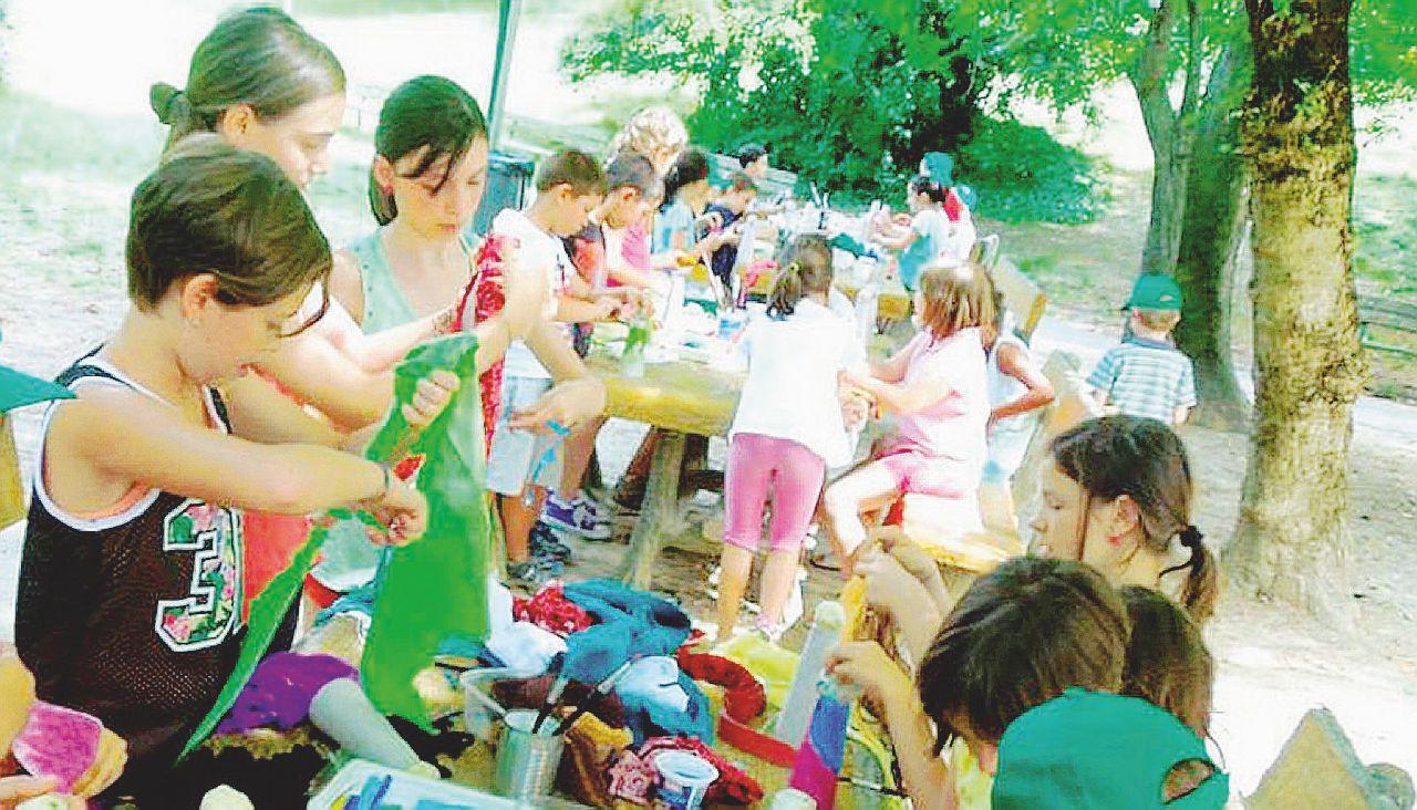 Il dilemma dei genitori: dove lasciare i bambini se i nonni non ci sono? Il salasso dei centri estivi