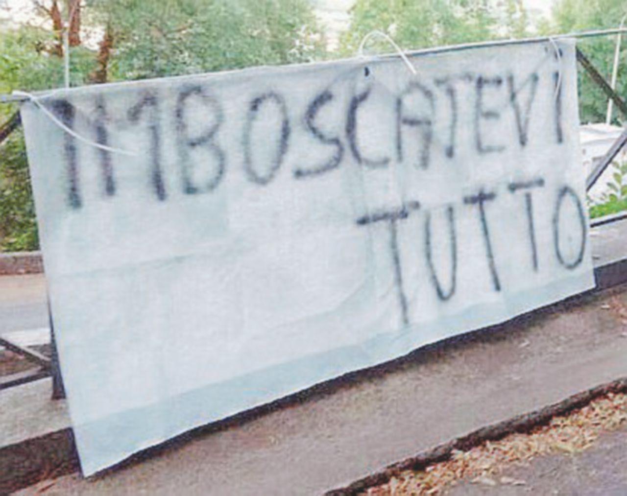 Etruria&C.: manifesti contro la Boschi in paese, a Laterina