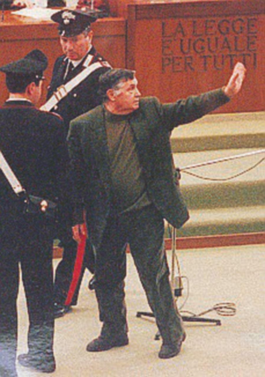 La prima condanna a vita nel 1992: sconta 16 ergastoli