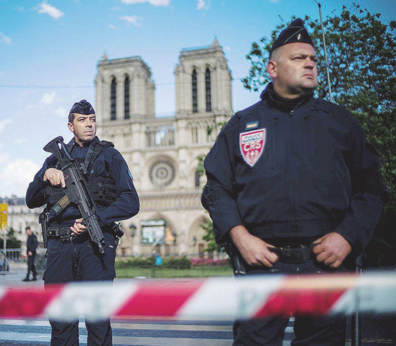 Il martellatore parigino pianta la Siria nelle urne