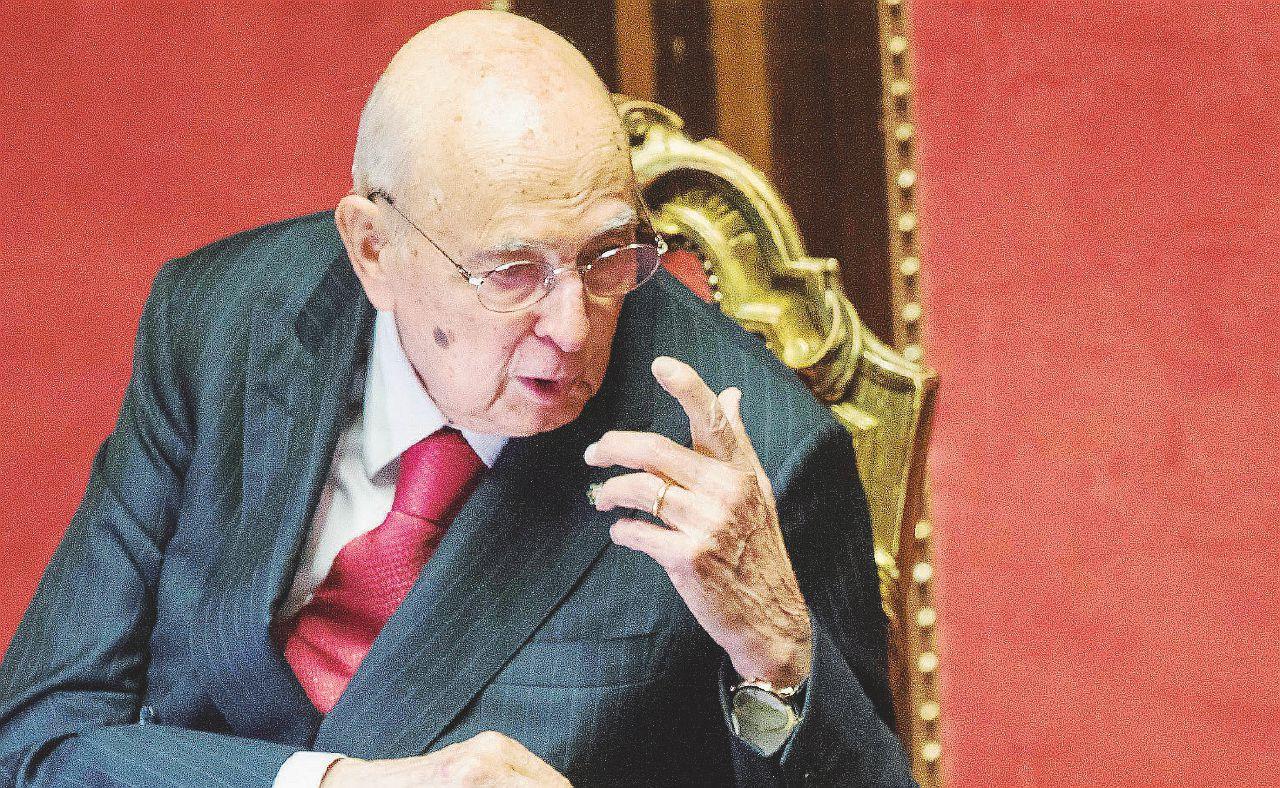 """Napolitano attacca Renzi & C: """"No al voto anticipato"""""""