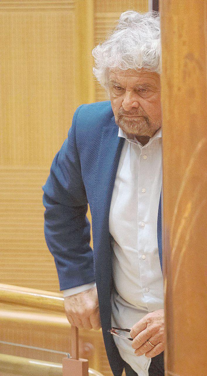 Le contorsioni di Grillo: critica e poi approva il finto tedesco
