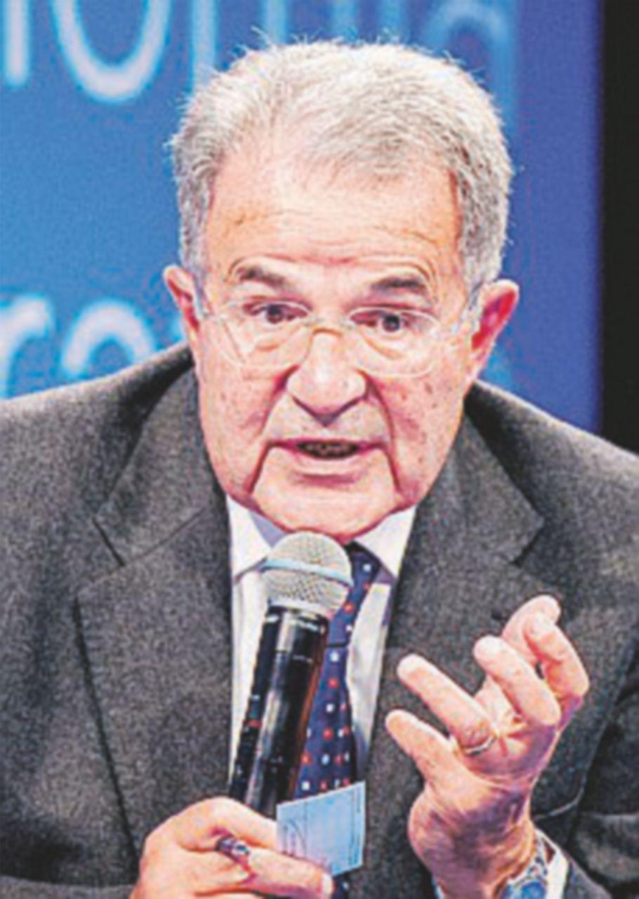 """Prodi: """"B. se lo mangia l'agnello. Pisapia bene per il centrosinistra"""""""