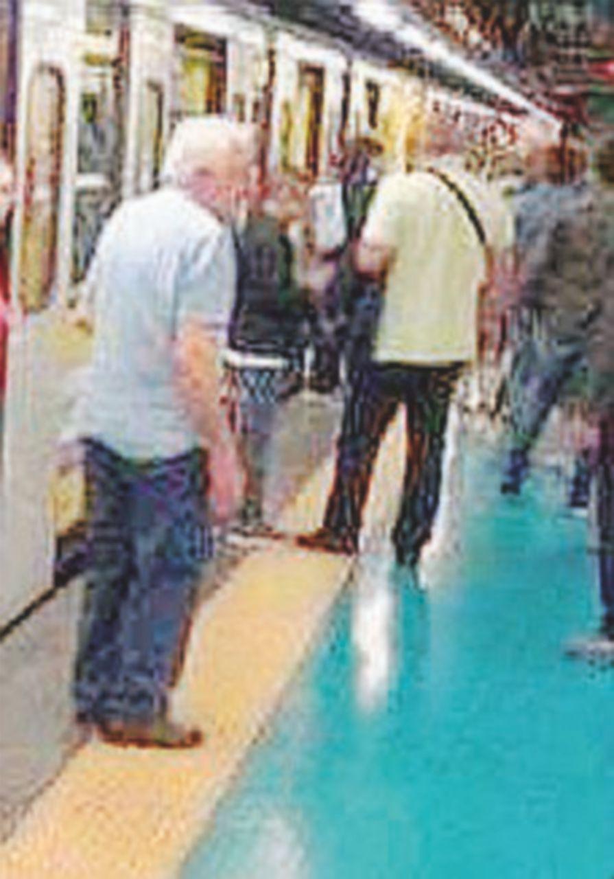 Napoli, in metrò armato di coltello. Panico tra i passeggeri