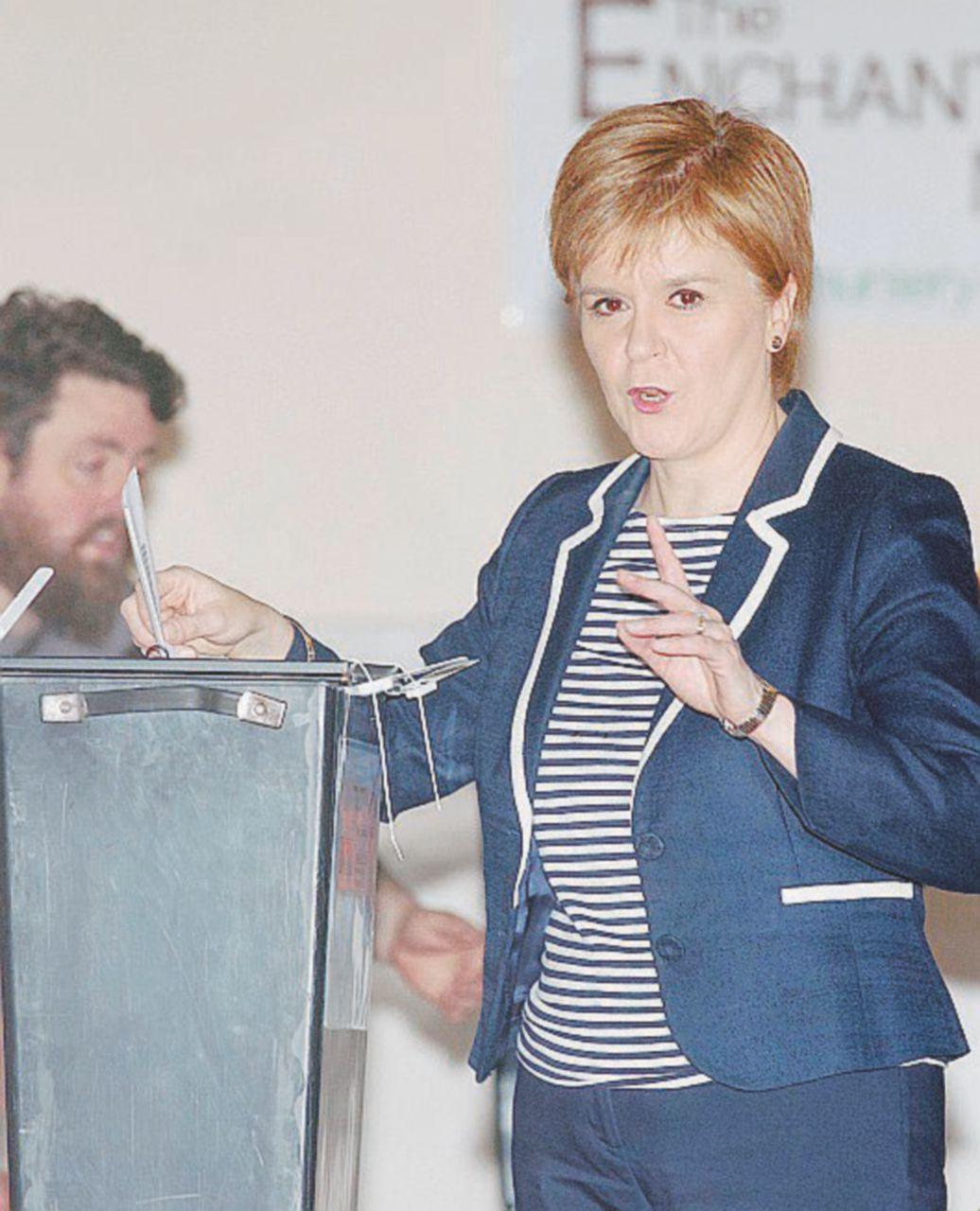L'altra donna nell'urna: Nicola anti-Theresa per l'indipendenza della sua Scozia