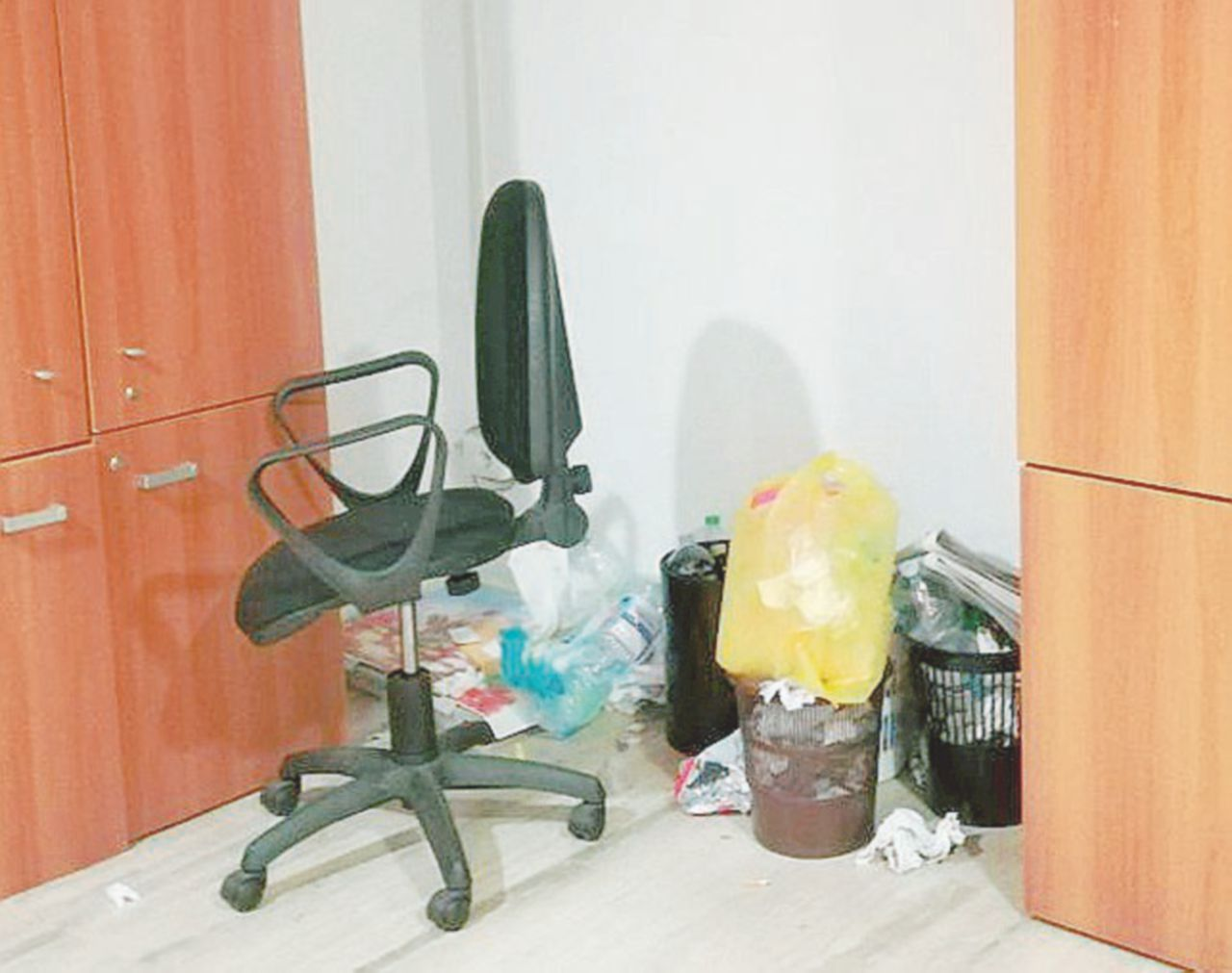 La Provincia di Caserta chiusa per rifiuti: niente soldi per gli spazzini