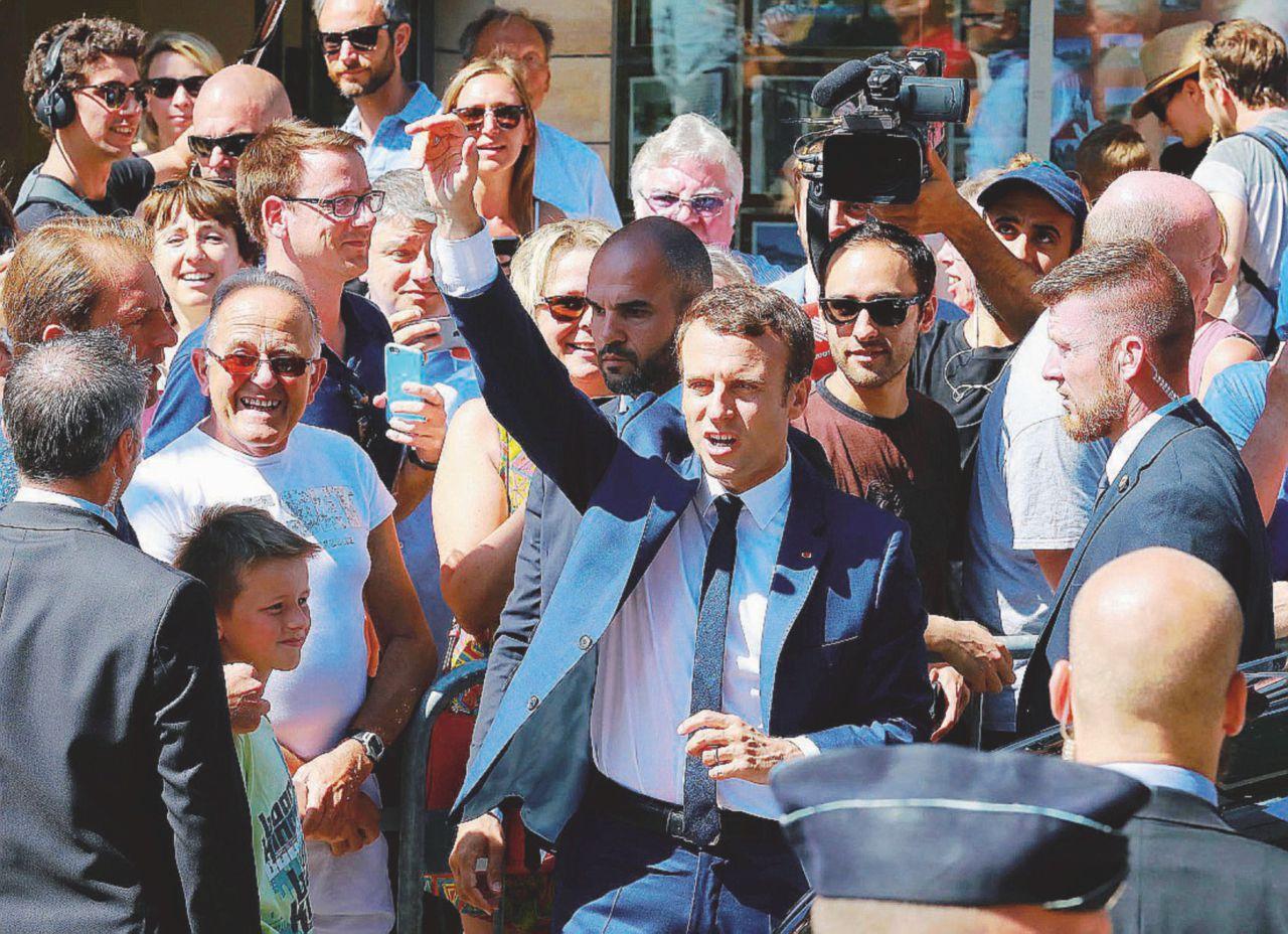 Effetto Macron: 400 seggi. En marche ora va di corsa