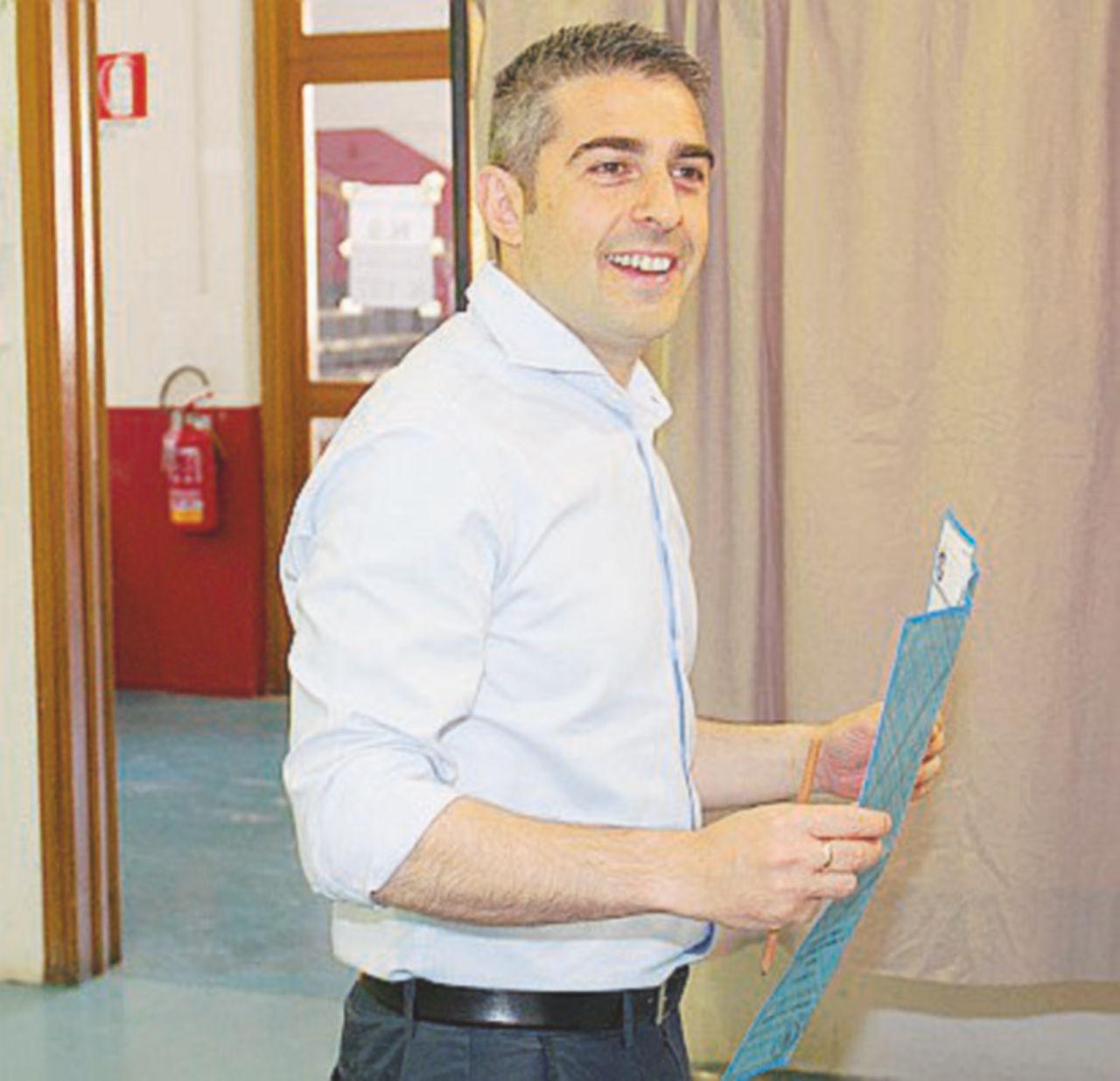 L'ex M5S Pizzarotti pregusta la vendetta: è primo, andrà al ballottaggio con il Pd
