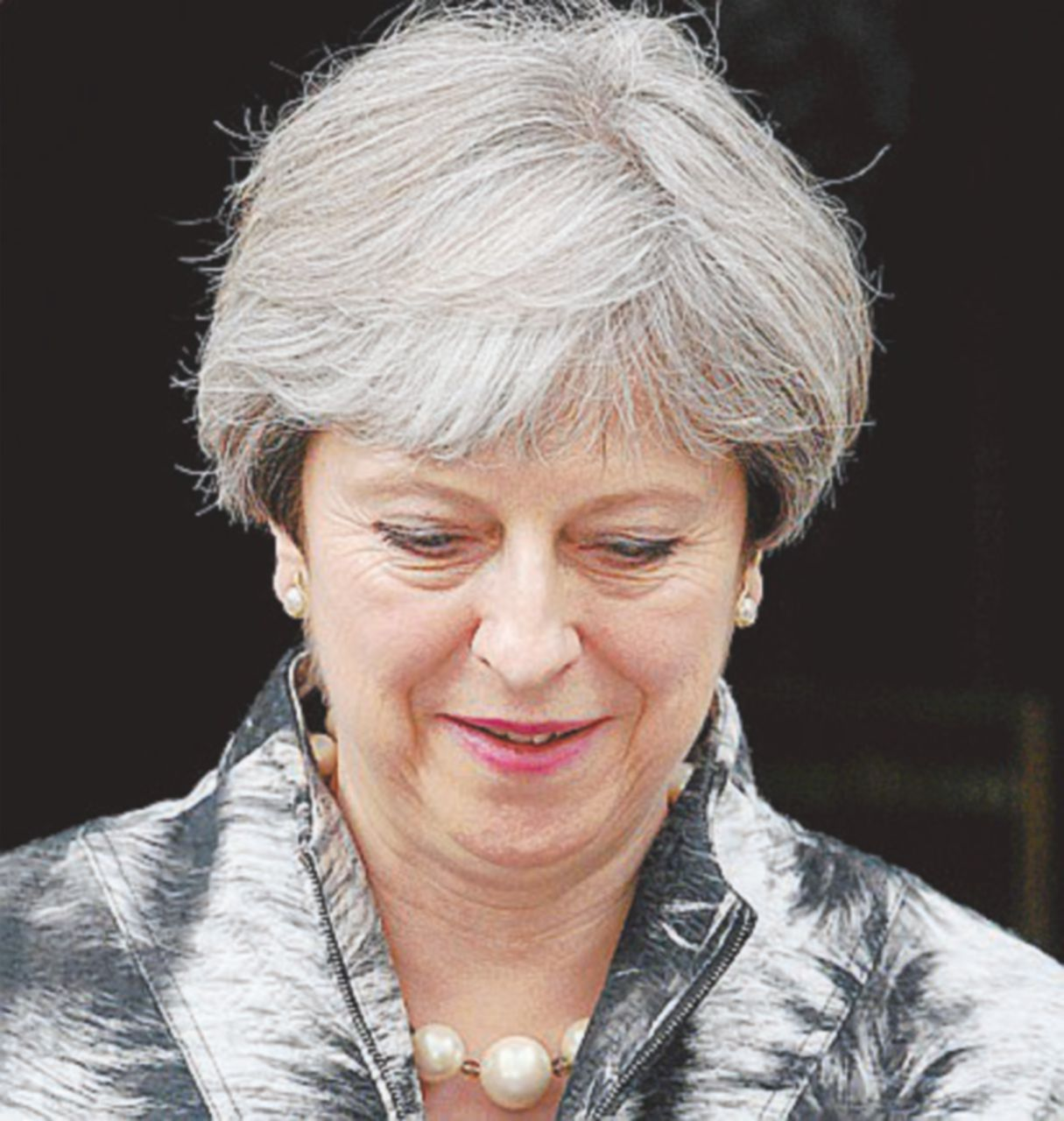 Contro la May anche il silenzio della regina