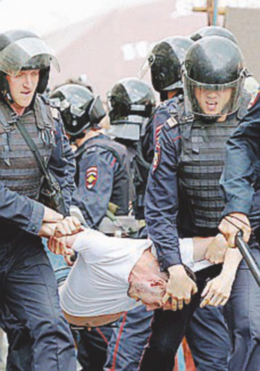 Se protesti ti arresto: la democrazia secondo lo zar Putin