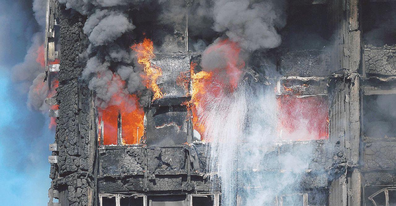 Il piccolo 11/9 del Grenfell: bimbi lanciati dalle madri per salvarli