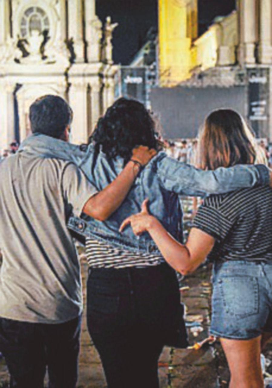 In fin di vita la donna ferita nel caos di piazza San Carlo