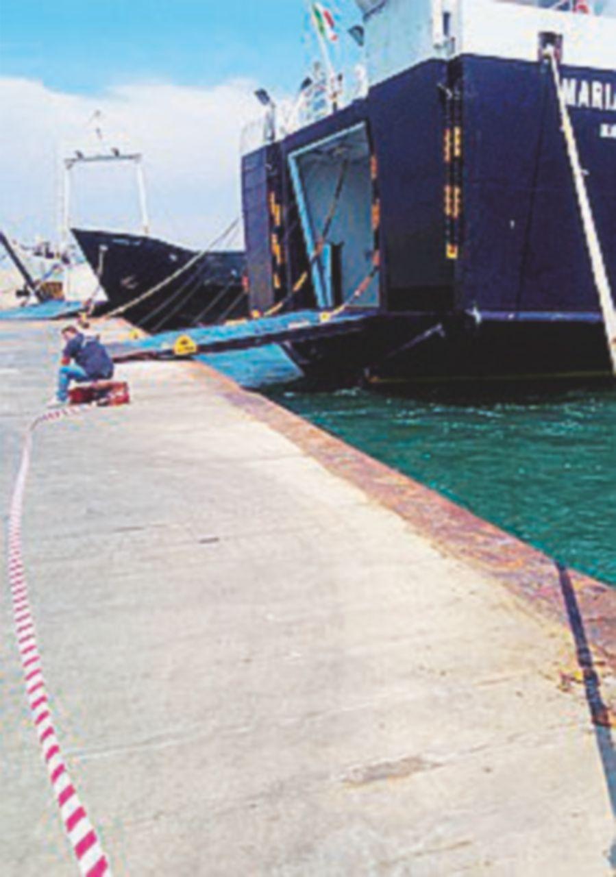 """Ischia, traghetto urta il molo. """"Quel botto come un attentato"""""""