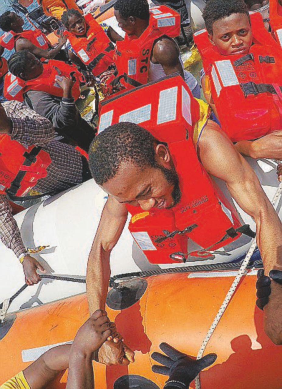 Tremila salvati in mare, boom di minori soli. Naufragio: 126 dispersi