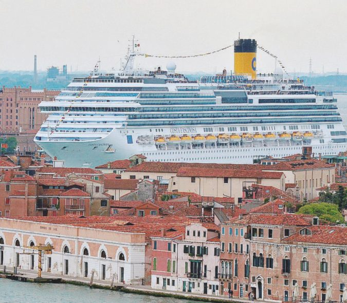 Venezia, il mostro Mose si è già mangiato la Laguna