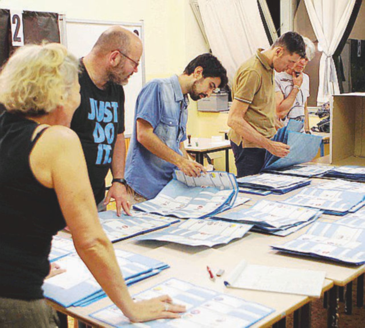 Oggi i ballottaggi in 111 Comuni. Il Pd rischia (non solo) Genova