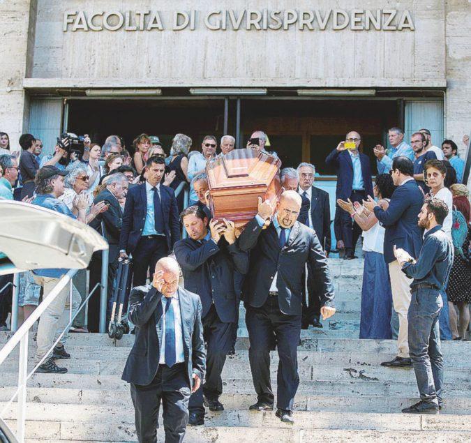 """""""Presidente, Presidente!"""" L'ultimo saluto a Rodotà"""
