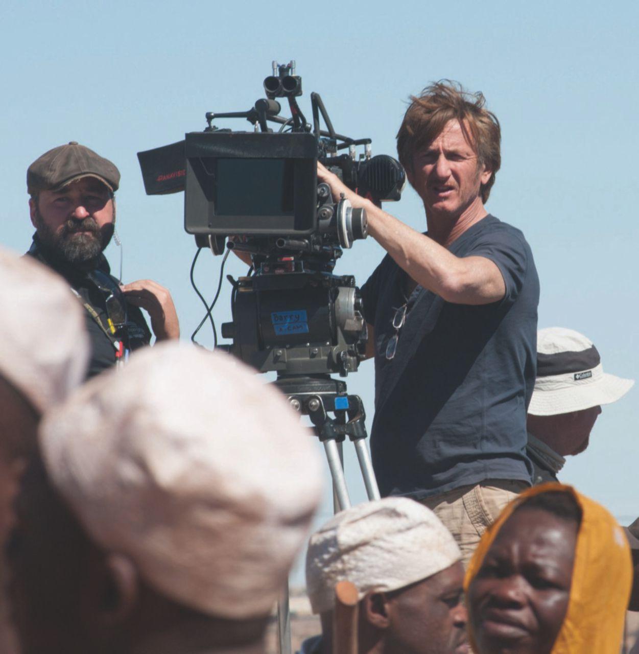 Sean Penn regista, per aiutare l'Africa non serve fare un film