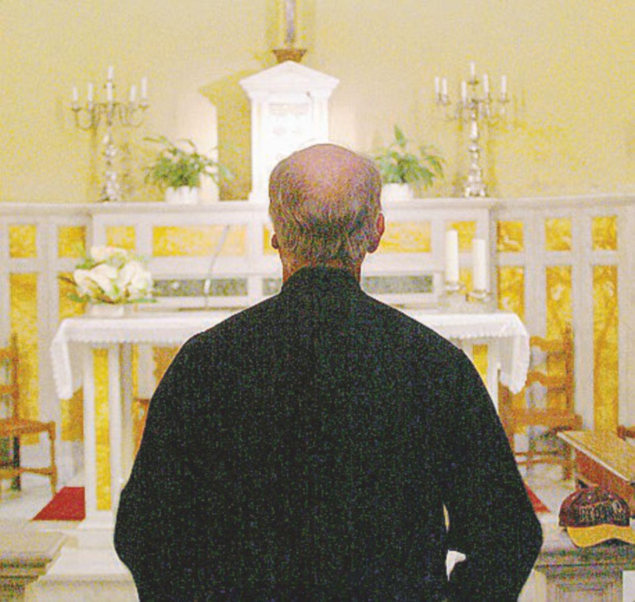 Festini gay e droga all'ex Sant'Uffizio: fermato monsignore, ora è in convento