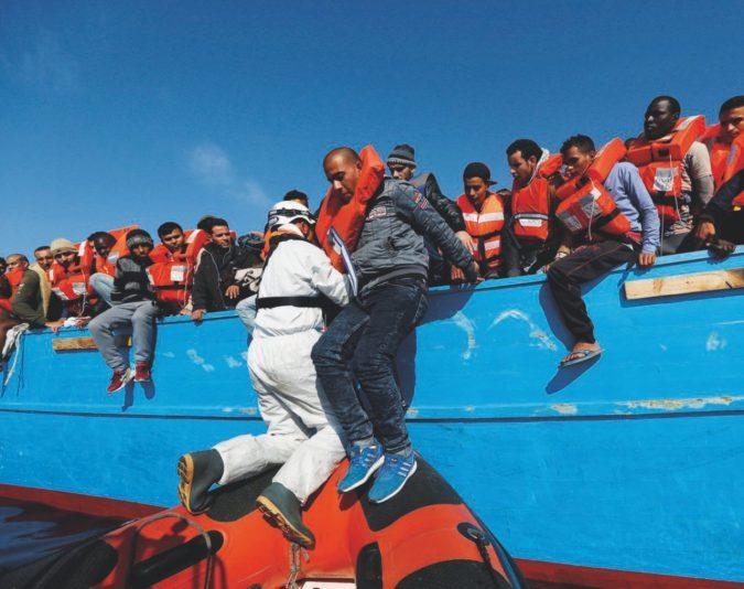"""L'Italia: """"Europa basta, vietiamo i porti alle Ong"""""""