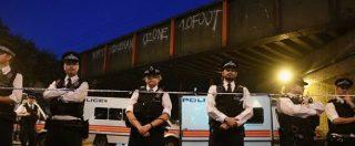 """Londra, furgone sulla folla vicino a una moschea: un morto. Arrestato un uomo: """"Ha gridato 'ucciderò i musulmani"""