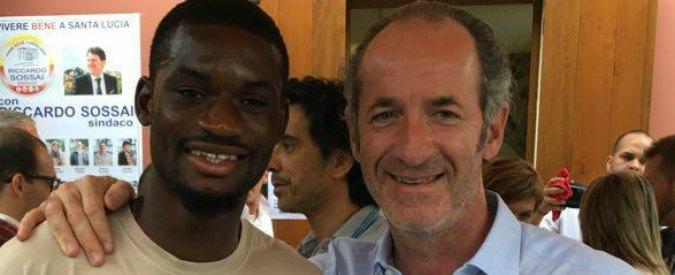 Luca Zaia in foto su Facebook con un calciatore di colore: piovono insulti