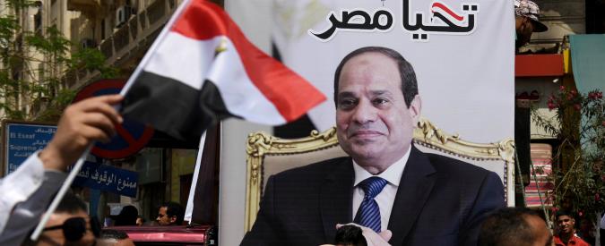 """Egitto, governo silenzia i media: bloccati 63 giornali online e app di messaggistica. """"Stretta in vista delle presidenziali 2018"""""""