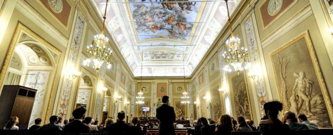 """Vitalizi, in Sicilia è il V- Day: scatta la pensione da mille euro per 51 consiglieri regionali. M5s rinuncia. Faraone: """"Falso"""""""