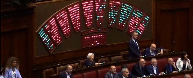 """Dl sicurezza, dissidenti M5s ritirano gli emendamenti. Lega: """"Accordo tra i vertici"""". Pd lascia la commissione"""
