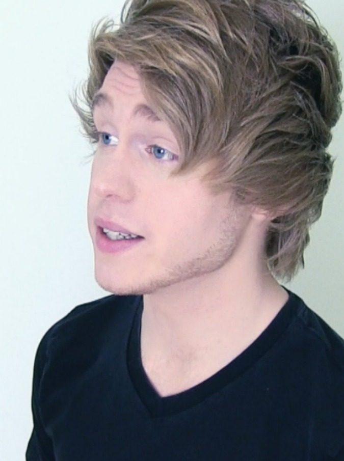 Invitava le fan giovanissime a spogliarsi per lui: arrestato Austin Jones, youtuber 23enne