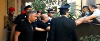 'Ndrangheta, il momento del baciamano dei cittadini di San Luca al boss Giorgi appena catturato