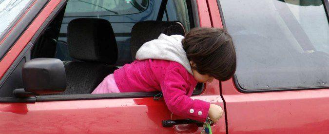 Dimenticare un bimbo in auto? Siamo tutti a rischio