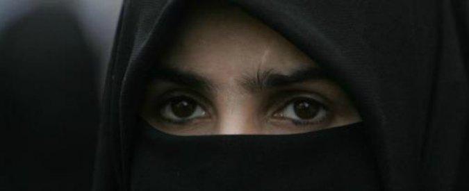 Minacce, botte e violenze sessuali sulla moglie per farle indossare il burqa: arrestato