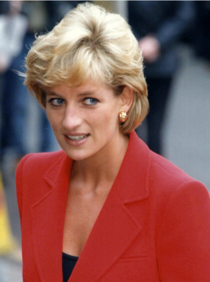 """Lady Diana, nuove rivelazioni choc: """"Non si suicidò solo per i suoi figli. Per la famiglia reale era un nemico di cui liberarsi"""""""