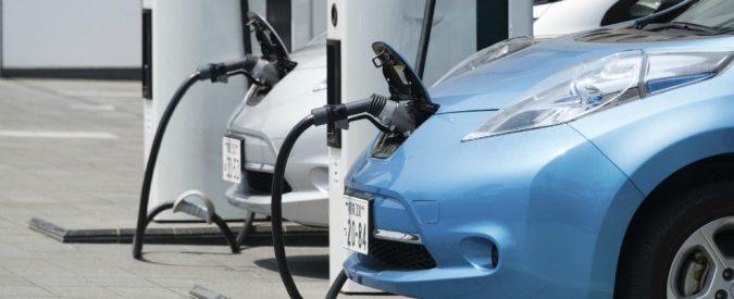 Auto elettrica, si vatroppo lenti e in Italia addirittura si sta fermi
