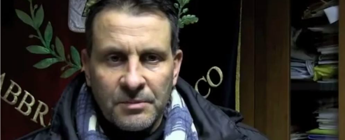 """Pistoia, arrestato il sindaco Pd di Pescia: """"Ha speso oltre mezzo milione dei Comuni montani per cellulari e benzina"""""""