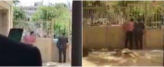 Iran, le prime immagini dell'attacco al Parlamento: persone fuggono in strada