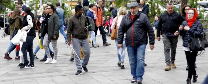 Istat, nel 2016 meno di 500mila nati. E sempre più italiani se ne vanno all'estero