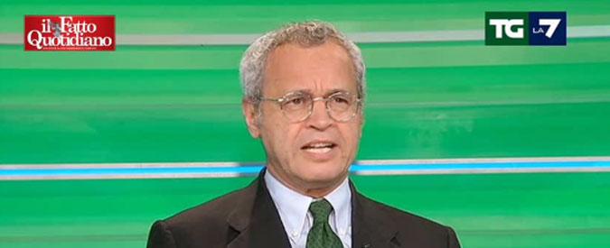 Enrico Mentana, striscione con insulti contro il direttore del Tg La7. La denuncia su Fb di una collega