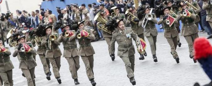 Due giugno, l'Italia delle due parate. Pacifisti demodé: a quella per il disarmo vanno solo due parlamentari su 100