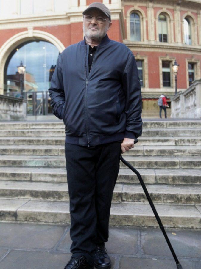 Phil Collins, incidente per il cantante costretto a sospendere il tour