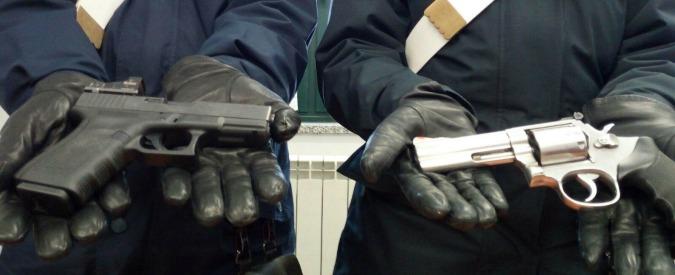 Bari, l'educazione criminale dei minorenni: in attesa di poter sparare, fattorini delle armi pronte a uccidere