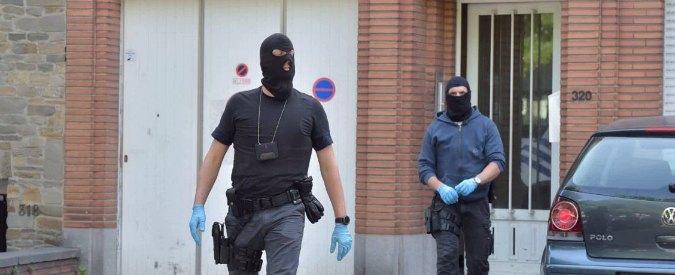 Belgio, auto forza posto di blocco: polizia di Molenbeek apre il fuoco