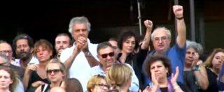 """Rodotà, l'ultimo addio della gente comune tra pugni chiusi e canti: """"Ciao presidente!"""""""