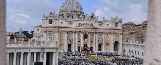 """Abusi sessuali al preseminario Vaticano, un chierichetto: """"Mi hanno molestato"""". Nuzzi: """"Papa ha incontrato il testimone"""""""